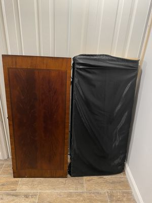 Dining table with 2 extra leaves, local pick up only for Sale in Fairfax, VA