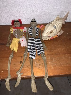 Halloween Spooky Village Animated Piranha Skeleton & Dress Up Skeleton NWT for Sale in South Miami, FL