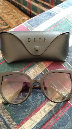 DIFF-Penny Stly Sunglasses Like New for Sale in Columbia, SC