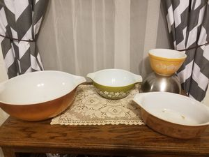 4 Pyrex bowls one price. for Sale in Stockton, CA