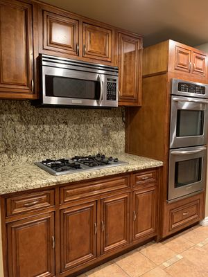 Kitchen cabinets for sale! WILL SELL FAST! for Sale in HUNTINGTN BCH, CA