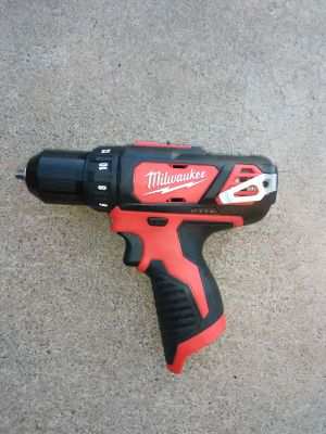 DRILL MILWAUKEE M12 BATTERY NOT INCLUDED for Sale in Phoenix, AZ