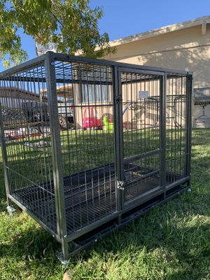 "Heavy duty XL dog kennel cage crate with wheels, plastic tray and metal floor (43""L 29""W 36""H) for Sale in North Las Vegas, NV"