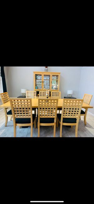 dining table + shield for Sale in Aurora, CO