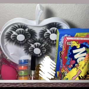 Beauty Basket 😍 for Sale in San Antonio, TX