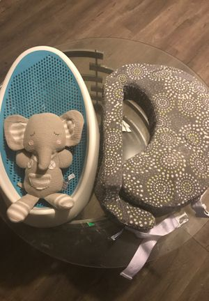 Baby bath, toy, and breast pillow for Sale in Grand Prairie, TX
