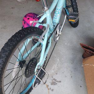 Kids bike- Giant mountain bike for Sale in Alpharetta, GA