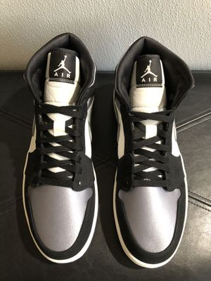 AIR JORDAN 1 MID SE SATIN SMOKE GREY for Sale in Glendale Heights, IL