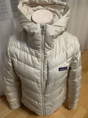 Patagonia off white jacket. Women size small. for Sale in Burien, WA