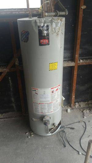 Water heater - FREE -parts only for Sale in Modesto, CA