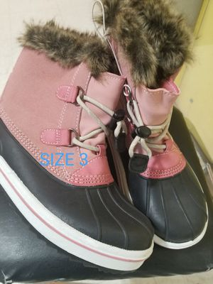 Snowboots big kid 3 for Sale in St. Cloud, MN