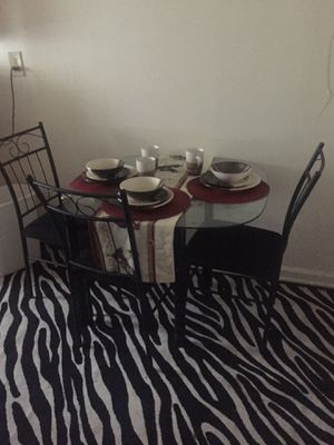 Kitchen Table & Chairs for Sale in Memphis, TN