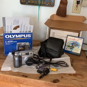 Olympus Digital Camera c-4000 zoom with all accessories for Sale in Lakeland, FL