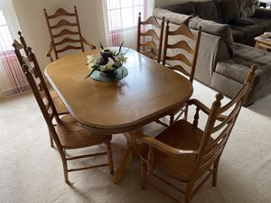 Oak dining table and 6 chairs. $300 or best offer for Sale in West Seneca, NY
