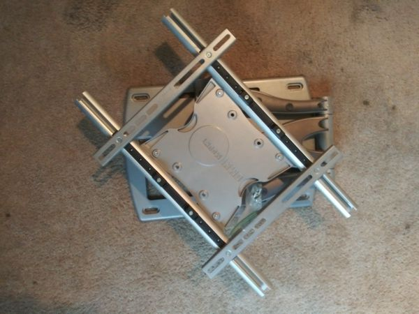 Flat screen wall mount