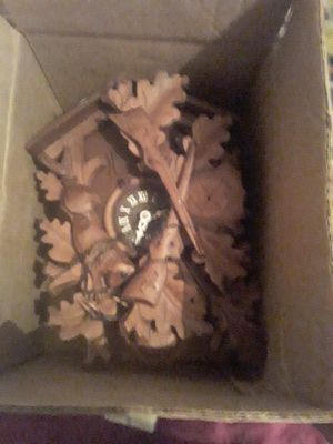 antique coocoo clock in original box with directions still need to put togeather for Sale in Killeen, TX
