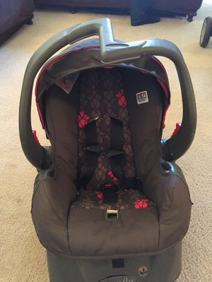 Evenflo infant car seat with base for Sale in Alexandria, VA