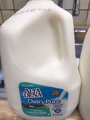 Free 2 gallons of milk for Sale in Spring Valley, CA