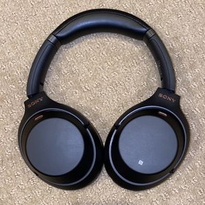 Black Sony WH-1000MX3 Noise-Canceling Headphones for Sale in Portland, OR