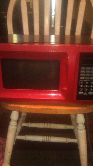 Red microwave for Sale in Gulfport, MS