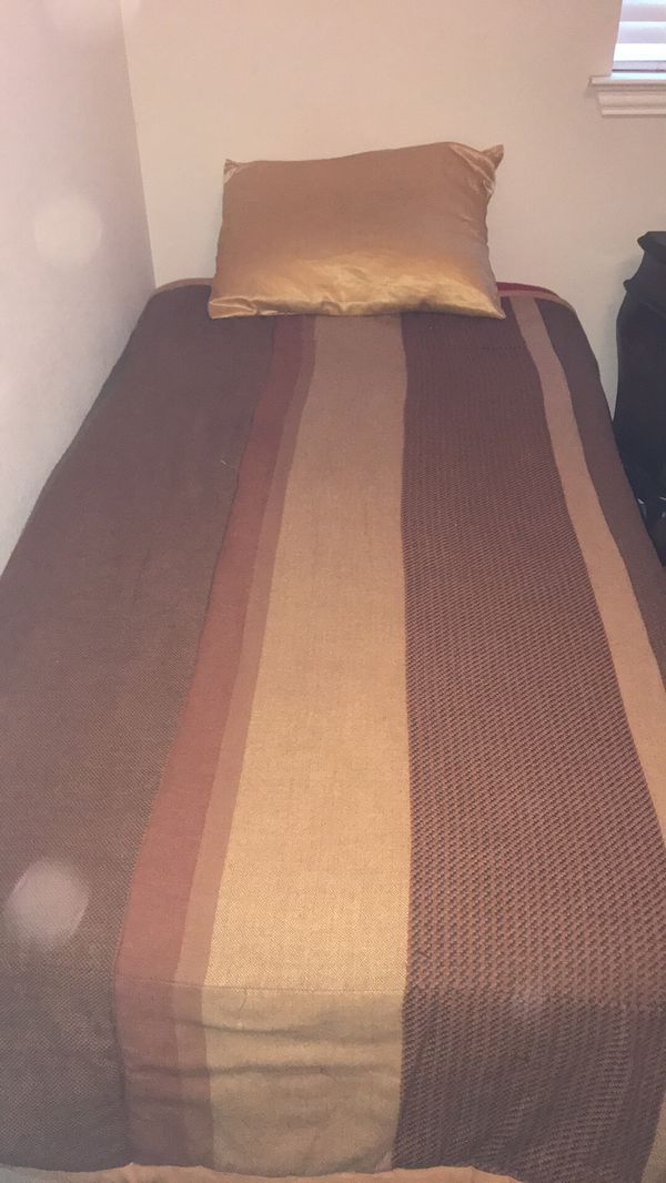 Twin Bed. Pickup by Aug 20