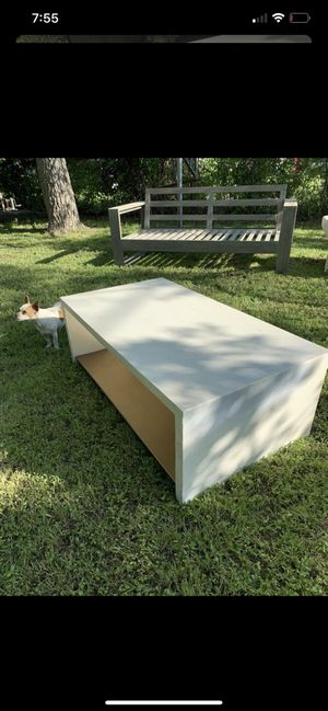 Used Coffee table $200 New umbrella stands $250 each Patio furniture outdoor furniture table and coffee table for Sale in Dallas, TX