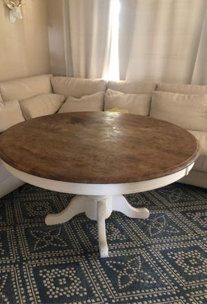 Round dining table for Sale in Bakersfield, CA