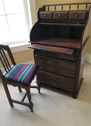 Child's Wooden Rolltop Desk and Matching Chair for Sale in Babson Park, FL