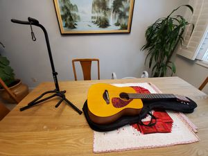 YAMAHA fg junior jr1 with bag and stand for Sale in Las Vegas, NV