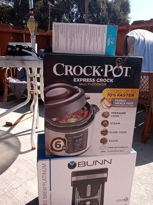 Crock pot an coffee maker for Sale in Modesto, CA