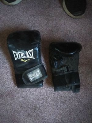 Everlast workout gloves for Sale in Apple Valley, CA