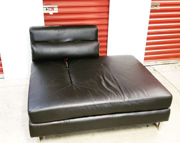 Lounge: $120 obo Good condition. All black leather, minor scratches from moving. 43w,53l,17h. We also deliver for a fee depending the location. Tam