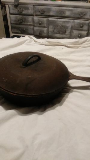 Vintage Chicken Frying Cast Iron Skillet #8 w lid for Sale in Spring Hill, FL