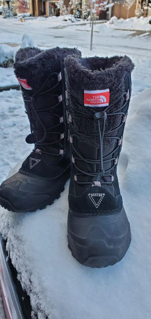 NorthFace Snow boots, girls size 2 , LIKE NEW for Sale in Mill Creek, WA