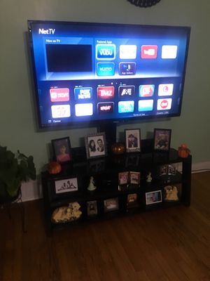 Tv , tv stand , dining room 5ps , bar stand for Sale in Chicago, IL