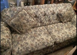 7 ft Large Floral Sofa *Price Reduced* for Sale in Layton, UT
