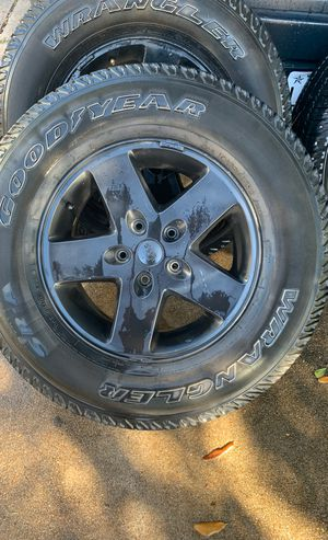Jeep Wrangler SR-A P255/75R17 for Sale in Houston, TX