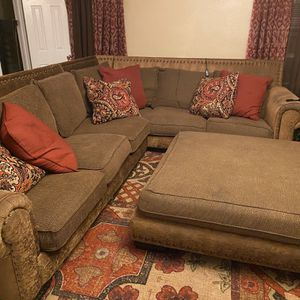 Large Rooms2Go sectional with Ottoman for Sale in Houston, TX