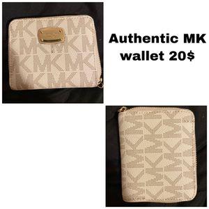 Michael Kors wallet for Sale in Benton, AR