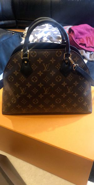 Louis Vuitton authentic exclusive bag for Sale in Chicago, IL
