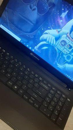 Gateway Laptop Windows 10 Pro for Sale in Kennewick,  WA