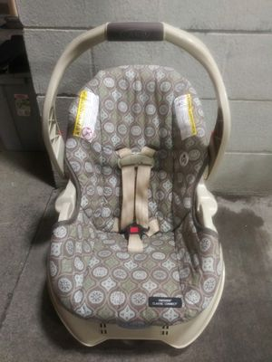 Infant Car Seat with Base for Sale in Eugene, OR