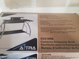 Small computer table for Sale in Tracy, CA
