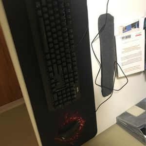 Mouse(crosshair) Keyboard(Onn) Mouse pad Combo O for Sale in Renton, WA