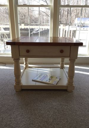 Broyhill end table for Sale in Gambrills, MD