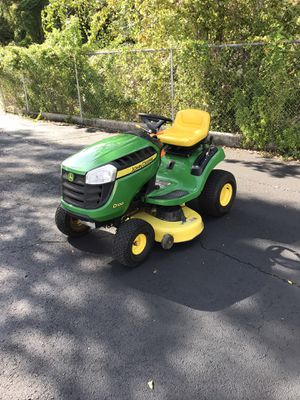 JOHN DEERE D100 TRACTOR 42 INCH RIDING LAWN MOWER for Sale in Clermont, FL