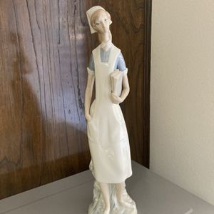 Lladro 4603 Nurse Italian Handmade Figurine for Sale in Colton, CA