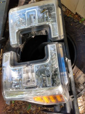 Headlight set for ford f250,350,450 for Sale in Bartow, FL
