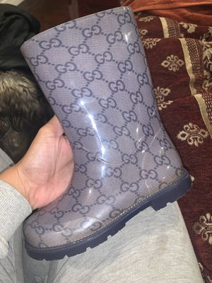 Kids boys Gucci rain boots size 11 for Sale in Perris, CA