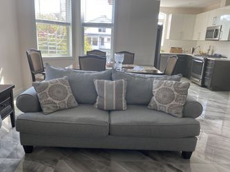Raymour and Flanigan Sleeper Queen Size Sofa Couch in Grey Blue Linen for Sale in Brooklyn,  NY